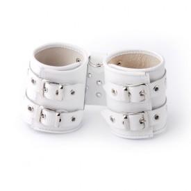 Белые кожаные наручники с подкладкой